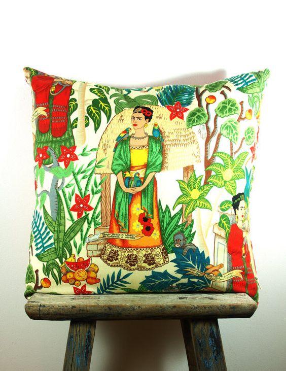 Textilen, párnán.... Frida kertben címmel.